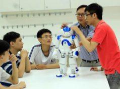 Nhiều trường đại học đua nhau mở ngành liên quan robot, AI