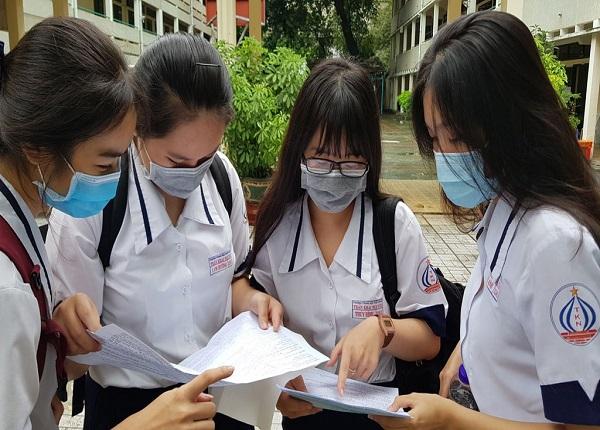 Nhiều trường đại học ở TPHCM điều chỉnh thời gian xác nhận nhập học